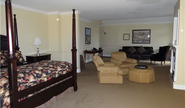 Lakeview Executive Suite at Lake Opechee Inn and Spa, Laconia