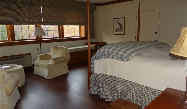 Sylvan Dog Friendly King at Lake Opechee Inn and Spa, New Hampshire